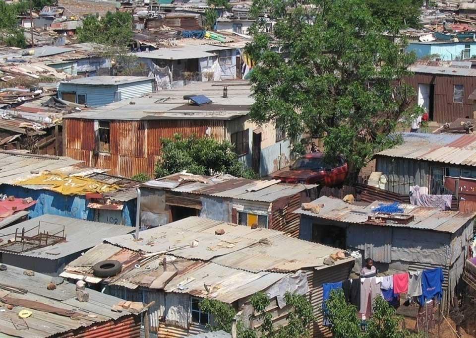 Barrios en el borde y casas sin ciudad. Tercera entrega